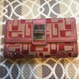 🎈GUESS WALLET PRE-LOVED
